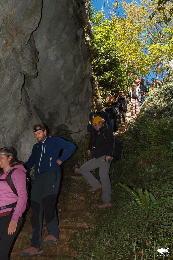 Silazak starim stepenicama u Medinu pećinu