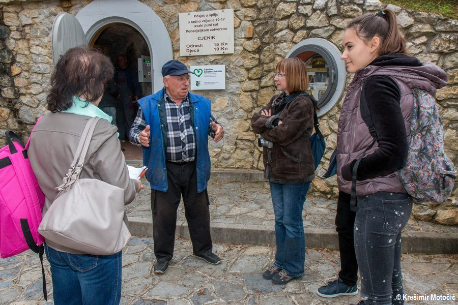 G. Josip Grgos učenicima je ispričao kako je otkrio spilje kopajući kamen od kojeg je prozivodio nadaleko poznato kvalitetno vapno